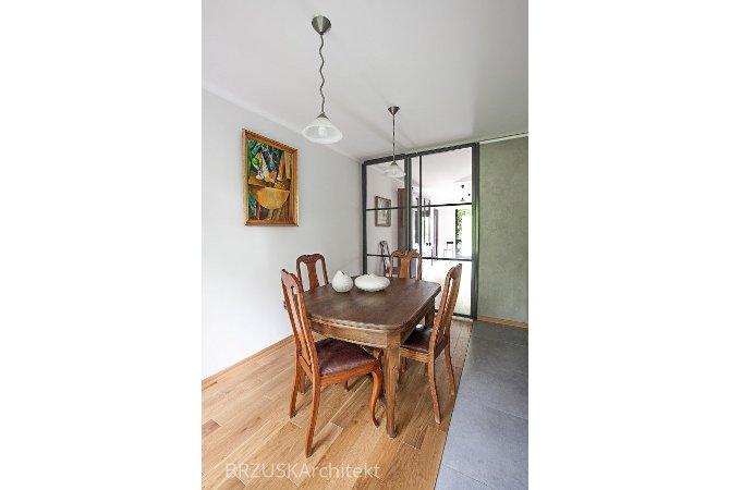 01 Jadalnia w kuchni szklane przesuwane drzwi, projekt Alicja Brzuska