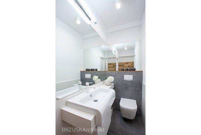 05 mała łazienka duże lustra projekt Alicja Brzuska