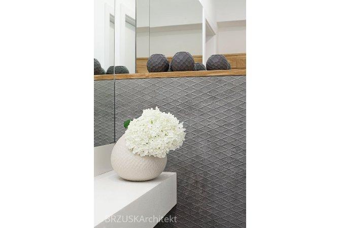 06 łazienka lustra szarości biel projektant wnętrz Poznań, projekt Alicja Brzuska