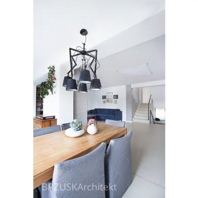 jadalnia w salonie lampy kreślarskie żyrandol