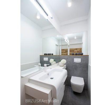 10 łazienka optycznie powiększona lustrami, projekt Alicja Brzuska