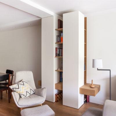 DS04 fotel z podnóżkiem w salonie