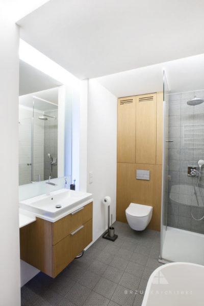 Ds11 łazienka Biel Drewno Popiel Brzuskarchitekt
