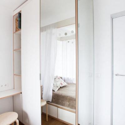 DS13 sypialnia szafą z lustrzaną ścianą